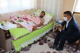 Kaymakam Mehmetbeyoğlu'ndan Pençe-Kaplan Operasyonu'nda yaralanan askere ziyaret