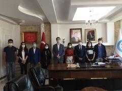 Başkan Ensari başarılı öğrencileri altınla ödüllendirdi