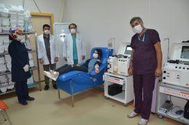 Korona virüsü yenen sağlık çalışanı başka hastalara umut oldu