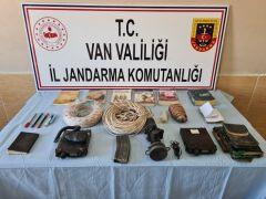 Van'da PKK'ya ait 2 araç telsizi ile 1 silah üstü gece görüş dürbünü ele geçirildi