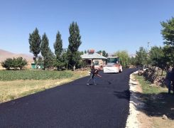 Van'da yol asfaltlama çalışması