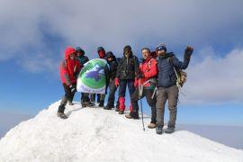 (Özel) Vanlı dağcılardan 15 gün içerisinde ikinci Ağrı Dağı tırmanışı