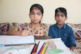 Renkli gözlere sahip Nurcan, hayalleri için çiziyor