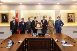 Vali Bilmez'den şehit aileleriyle gaziye Devlet Övünç Madalyası ve Beratı