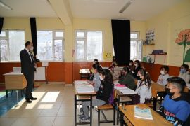 Kaymakam Solak'tan okul ziyareti