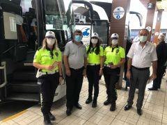 Polisten sürücü ve yolculara mevsim kuralları uyarısı