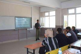 Muradiye'deki öğrenciler korona virüse karşı bilgilendiriliyor